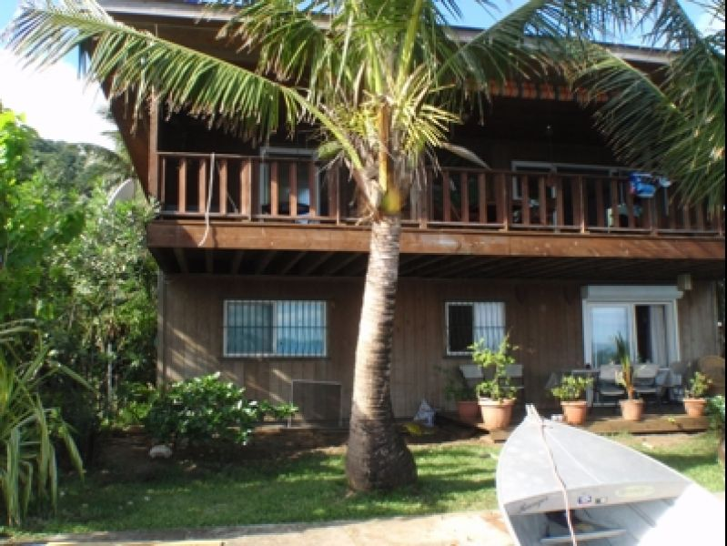 bora bora a vendre grande maison tage en bord de mer petites annonces tahiti infos les. Black Bedroom Furniture Sets. Home Design Ideas