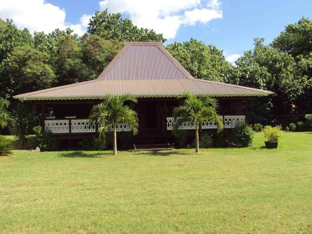 Moorea vends maison coloniale en teck de java petites - Maison coloniale en bois ...