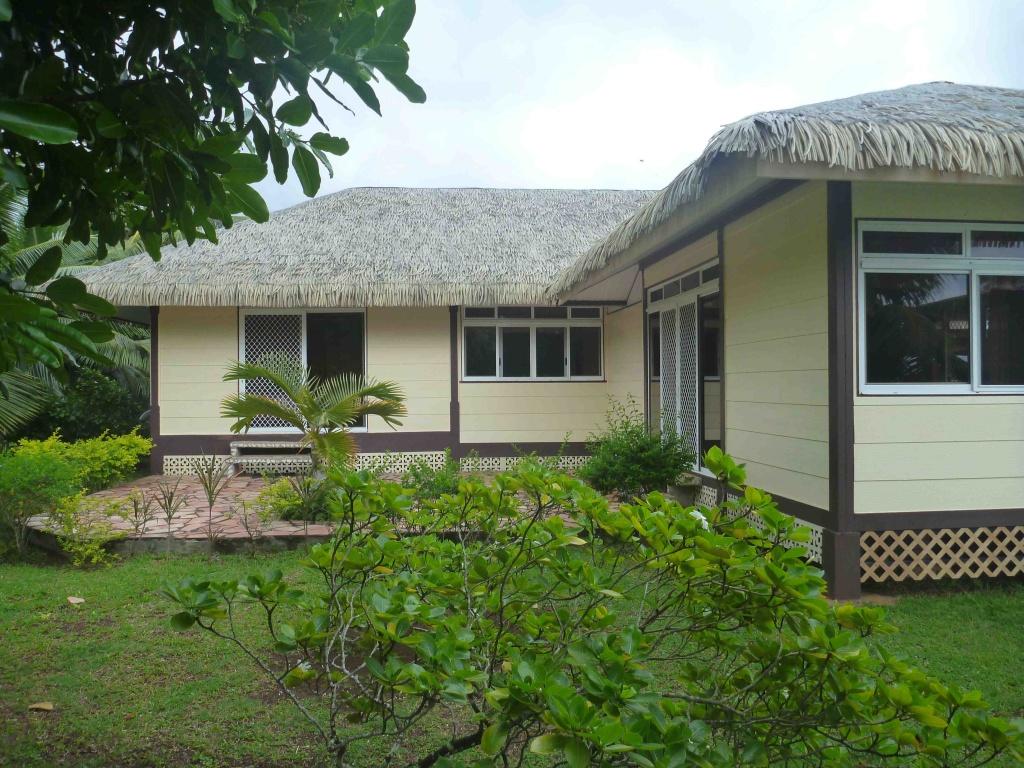 Location de maison avera raiatea au pk 7 6 c t mer for Annonce de location de maison
