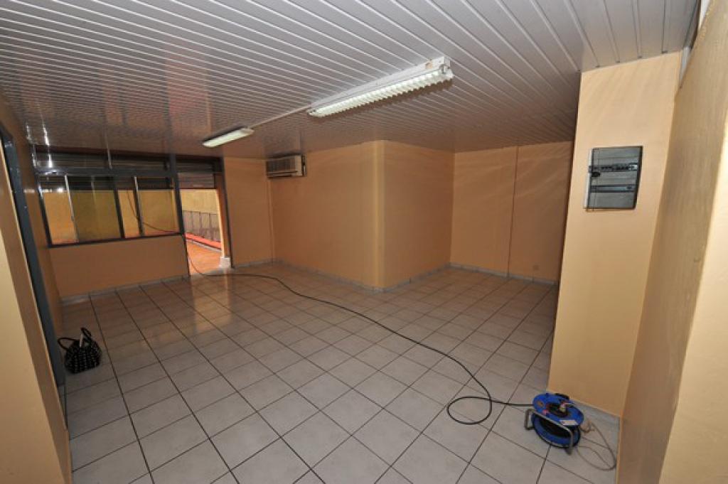 Particulier loue local de 65 M2 45 m2 de terrasse