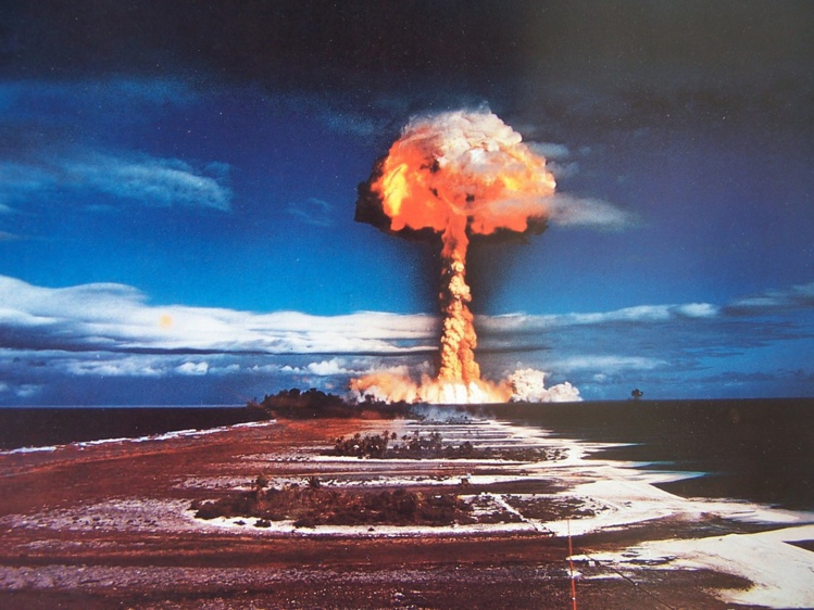"""""""Le sujet des essais nucléaires en Polynésie est donc (…)  sensible pour ne pas inciter ceux qui en parlent à mesurer le choix des mots. Je souhaitais le rappeler dans un souci d'objectivité et d'apaisement"""", indique le haut-commissaire dans un communiqué."""