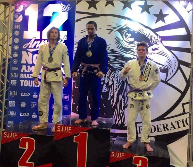 Tehau Sanford obtient l'or en ceinture violette