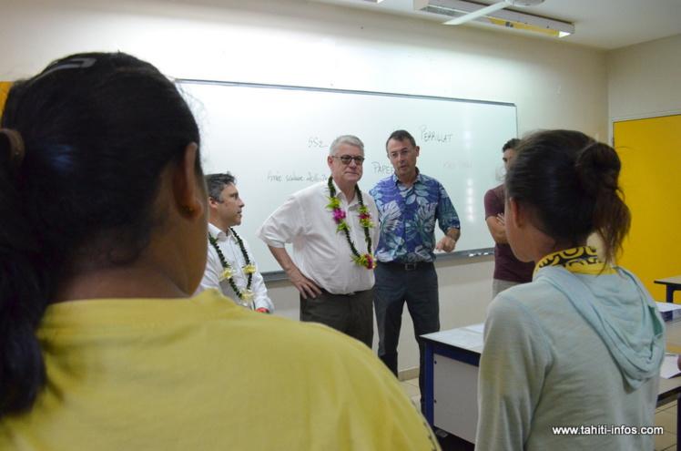 Le vice-recteur Jean-Louis Baglan a visité le collège de Taunoa, mercredi matin pour la rentrée des classes.