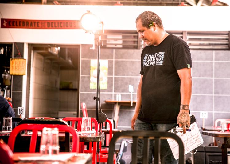 """Moana Kautai  fait partie des nombreux Polynésiens qui ont travaillé sur le tournage de la série """"Al Dorsey"""" qui a pour cadre Tahiti et Moorea."""