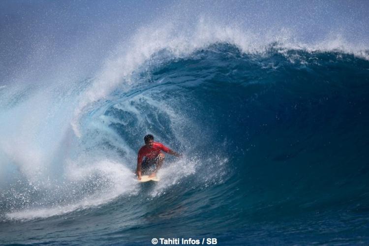 O'Neil Massin, un des meilleurs surfeurs tahitiens actuellement