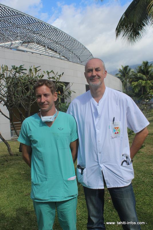 Xavier Da-Col est anesthésiste à l'hôpital de Tahiti depuis six ans et Damien Berlaire y travaille depuis 11 ans.