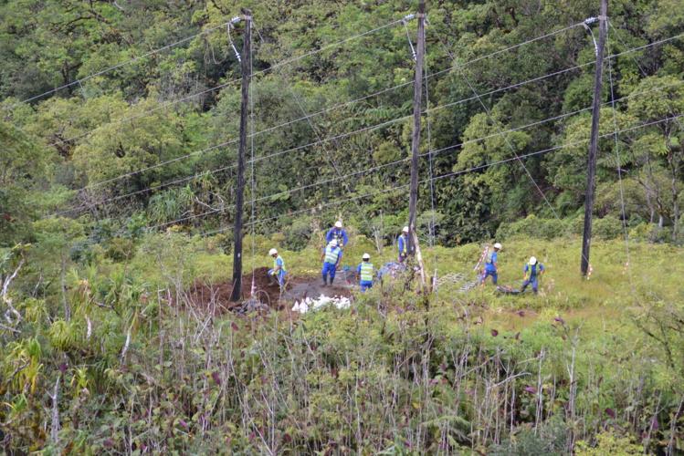 Le chantier de la boucle Nord est un des gros projets que le gouvernement souhaite voir réalisé rapidement. La première partie concerne la ligne 30 000 Volts entre le début de la vallée de la Papeno'o et le bas de la Maroto.