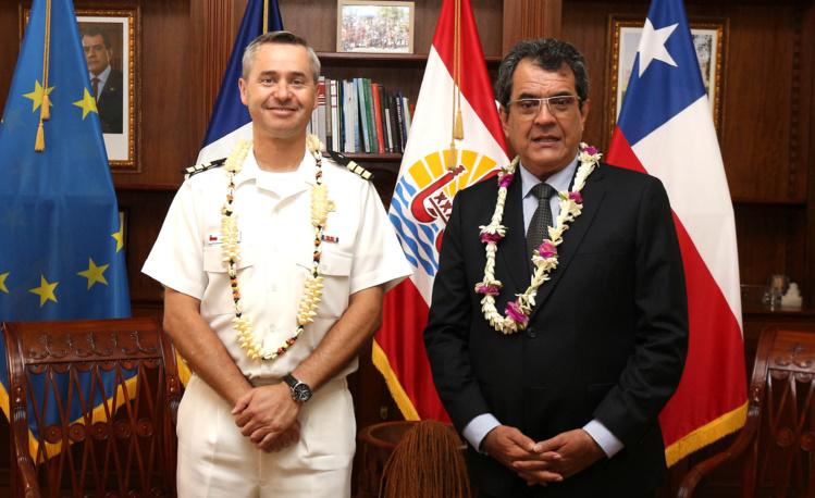 """Edouard Fritch reçoit le commandant de la frégate chilienne """"Almirante Cochrane"""""""