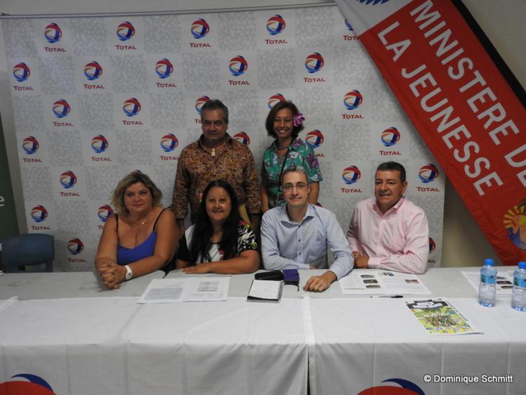 Nicole Sanquer, la ministre de l'Éducation et de la Jeunesse, et Heremoana Maamaatuaiahutapu, le ministre de la Culture, soutiennent cet événement organisé par l'Union polynésienne pour la jeunesse.