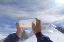 Deux carottes de glace extraites du Mont-Blanc afin d'être conservées en Antarctique