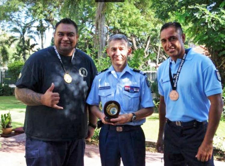 Les deux champions, gendarmes à Faa'a, ont été félicités par le colonel Pierre Caudrelier ce vendredi.