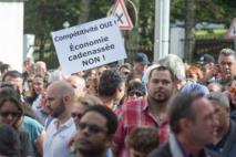 image: http://s2.lemde.fr/image/2016/08/26/534x0/4988434_6_8c91_plusieurs-centaines-d-entrepreneurs_a06b390c69e0e9e657080cc1ffd3e3e4.jpg Plusieurs centaines d'entrepreneurs calédoniens ont manifesté le 18 août devant le Congrès pour demander aux élus de ne pas voter ce projet de loi sur la compétitivité. Plusieurs centaines d'entrepreneurs calédoniens ont manifesté le 18 août devant le Congrès pour demander aux élus de ne pas voter ce projet de loi sur la compétitivité. FRED PAYET / AFP