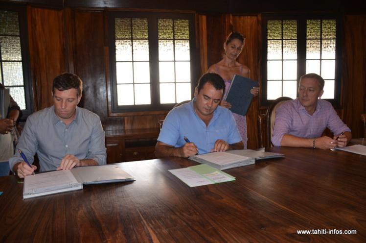 Teva Rohfritsch, mercredi matin pour la signature de cette convention, en présence du président de la Sofidep, Nicolas Fourreau et du directeur général de la société d'économie mixte, Gaspard Toscan Du Plantier.