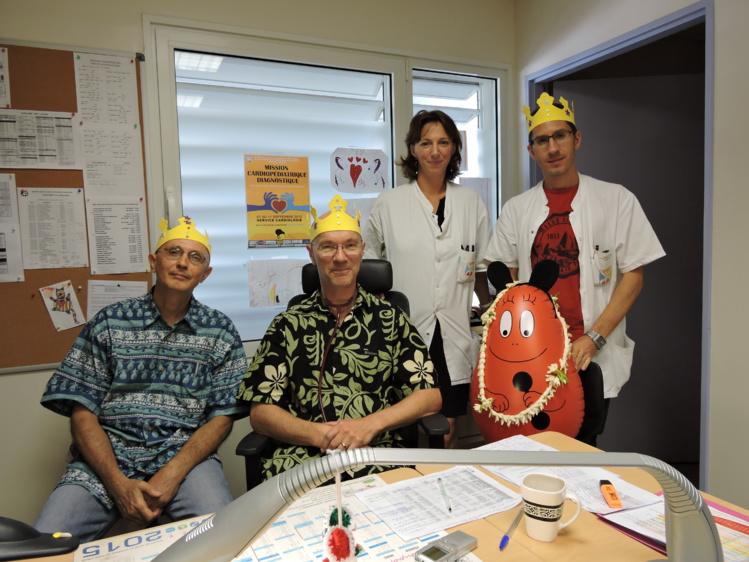 Les docteurs Bruno Ulmer, Bruno Pagis et Jon Skinner, aux côtés de la pédiatre Hélène Gatti.