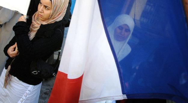 Corse : deux femmes voilées prises à partie dans une école de Bonifacio