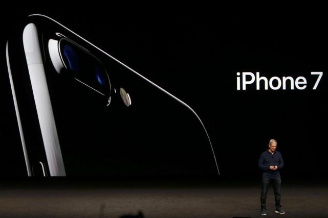 Apple rafraîchit son iPhone en abandonnant le port traditionnel pour les écouteurs