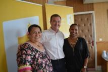 Noella Tau, directrice d'antenne de la radio, Eric Joho, directeur général par intérim de Polynésie Première et Nadine Félix, rédactrice en chef.