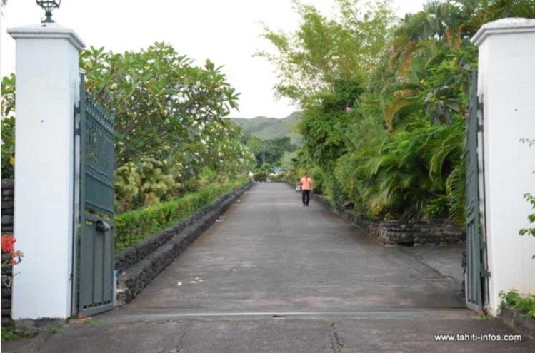 L'entrée de la propriété de Gaston Flosse, à Erima.