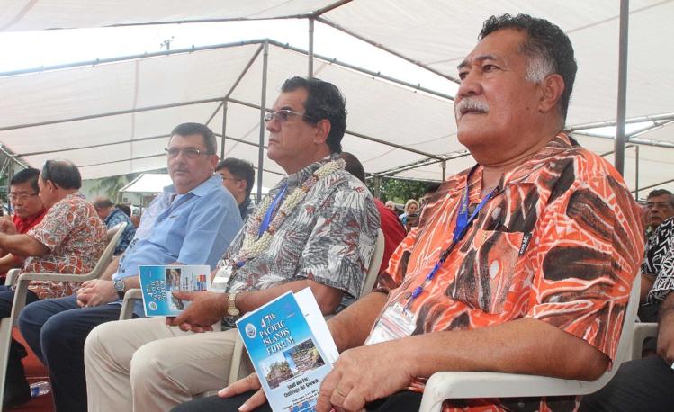 Le président de la Polynésie française, Edouard Fritch, aux côtés du président du gouvernement de Nouvelle-Calédonie, Philippe Germain, et du ulu de Tokelau, Afega Gaualofa.