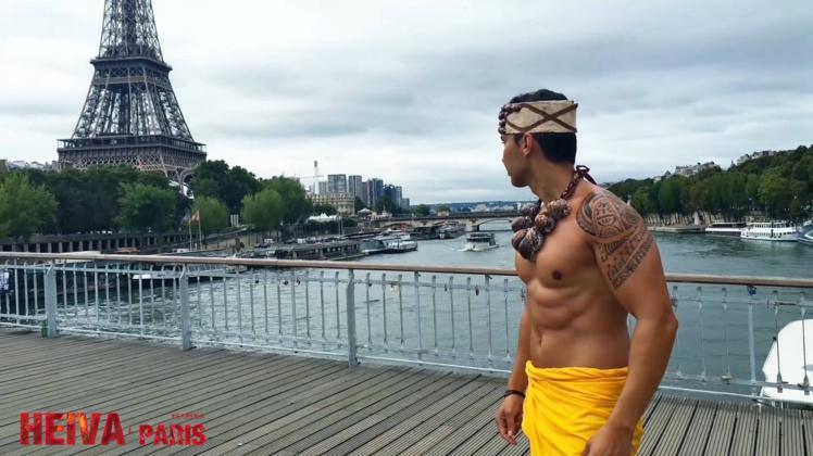 Depuis quelques jours, nos amis parisiens aperçoivent des danseurs polynésiens dans les rues de la capitale française.
