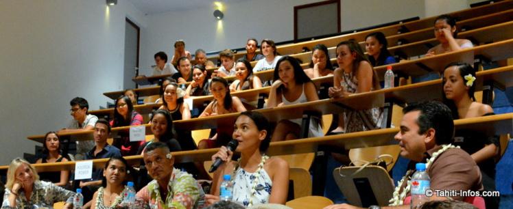 Les élèves écoutaient la parole de leurs aînés avec attention : réussir est une motivation très forte pour ces jeunes étudiants bourrés d'ambition.