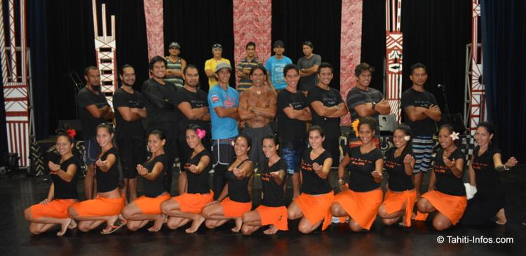 Le groupe Tahiti ia Ruru Tu Noa lors de la répétition générale avant le spectacle de lundi soir au Grand Théâtre.
