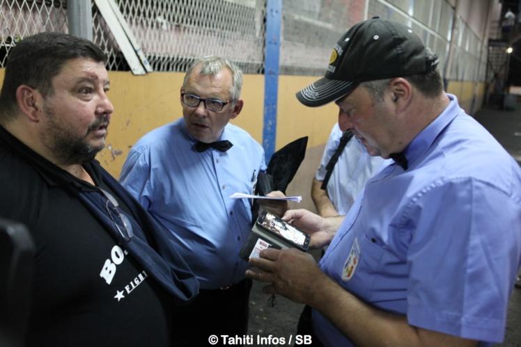 A gauche, le coach de Nicolas Dion, Patrick Malaizée