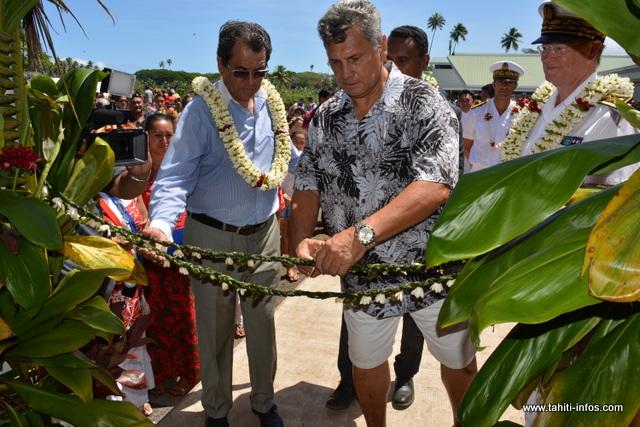 L'ancien ministre de l'éducation, Nicolas Sanquer a procédé à la coupure de la liane