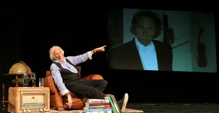 À 82 ans, le comédien fêtera l'année prochaine ses 50 ans de carrière !