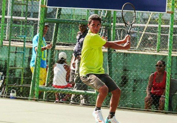 Reynald, un espoir du tennis polynésien