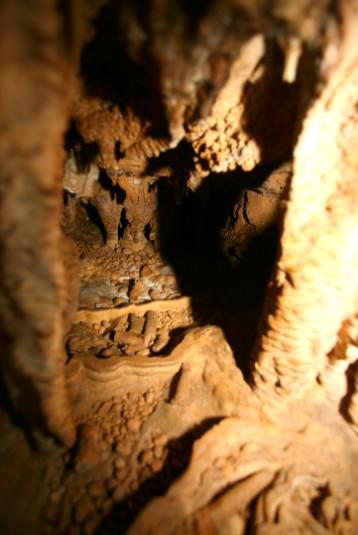 Au fond de petits gours, des perles des cavernes, à impérativement laisser sur place, bien entendu. Elle n'ont aucune valeur et ne brillent plus une fois sèches.