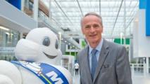 """Michelin a fait """"le pari de la France"""", dit son patron devant Valls"""