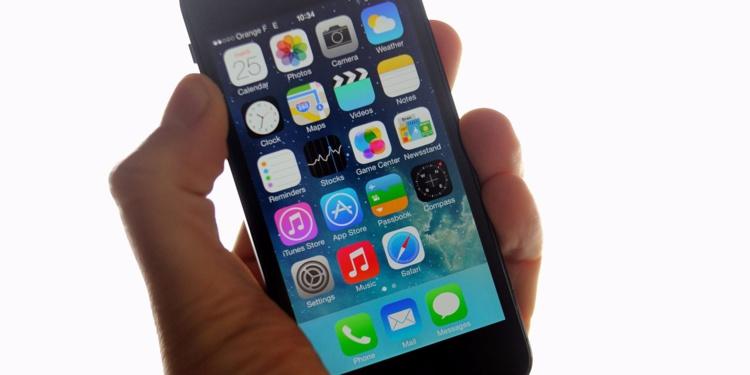 Plusieurs organes de presse ont assigné le FBI en justice pour comprendre comment les enquêteur fédéraux ont pu accéder à un smartphone verrouillé. @ PHILIPPE HUGUEN / AFP