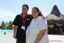 Vainono pose avec Karine Vincent, envoyée spéciale en Nouvelle-Zélande pendant sept mois pour préparer la conférence.