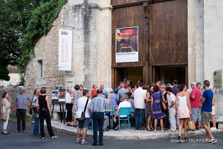 Depuis 2011, la galerie La Tour Saint-Jean organise des expositions de peintures, photographies, dessins, céramiques d'artistes locaux et internationaux