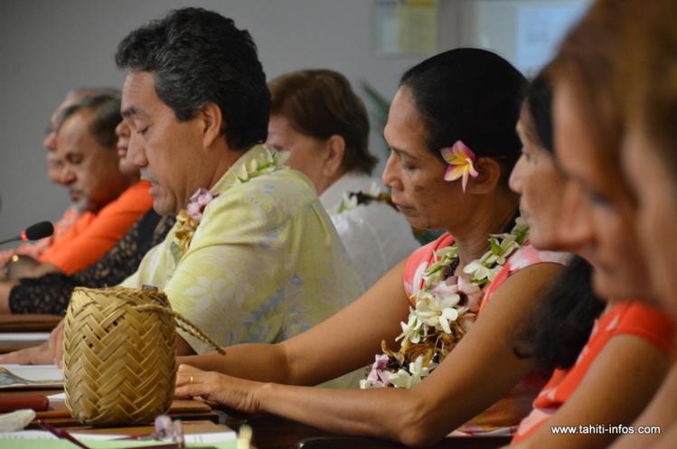 Marcel Tuihani et les élus du groupe Tahoera'a, jeudi matin lors de la conférence de presse donnée en salle des commissions de l'Assemblée pour critiquer le bilan du gouvernement Fritch.