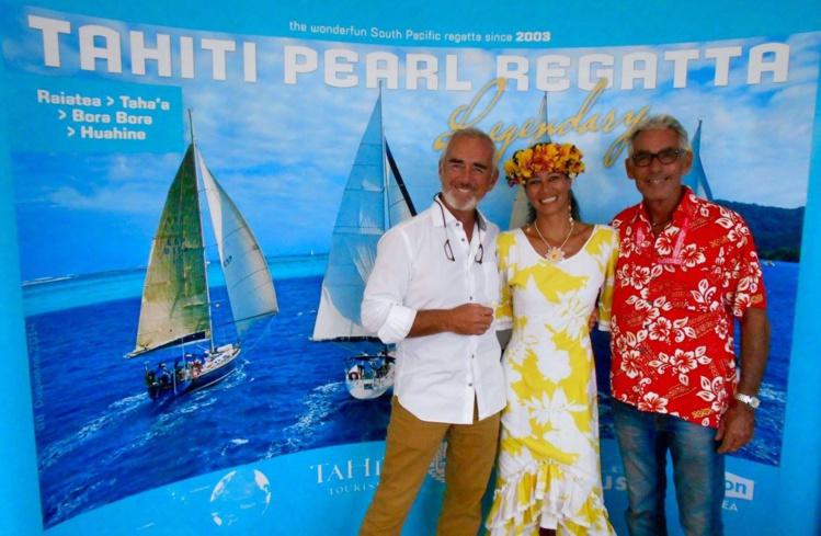 Sur le stand, la team TPR accueille depuis dimanche de nombreux visiteurs mais également des personnalités, comme Loïck Peyron, qui pose ici aux côtés des membres de l'équipe TPR, Violetta et Michel.