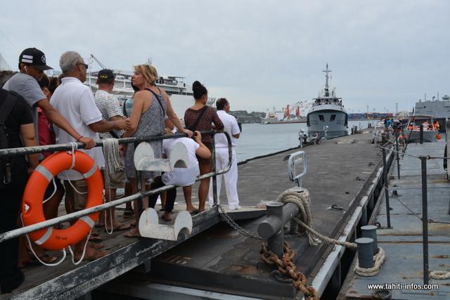 Des tours sur les navettes de la Marine ont été proposés