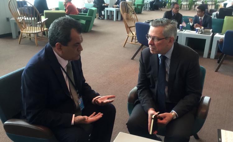 Edouard Fritch, mardi à New York, en compagnie de Vladimir Drobjnak, le président de la 4e commission de l'ONU.
