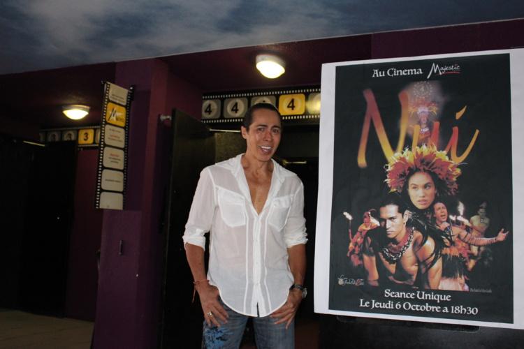 Lorenzo, le chorégraphe des Grands Ballets de Tahiti, a fait le montage d'images prises pendant les spectacles à Tahiti et pendant les répétitions à Las Vegas.