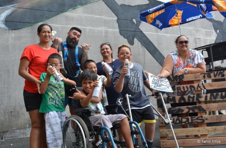 Les enfants de la Fraternité Chrétienne ont adoré leur rencontre avec Phat1, artiste graffeur de Nouvelle-Zélande.