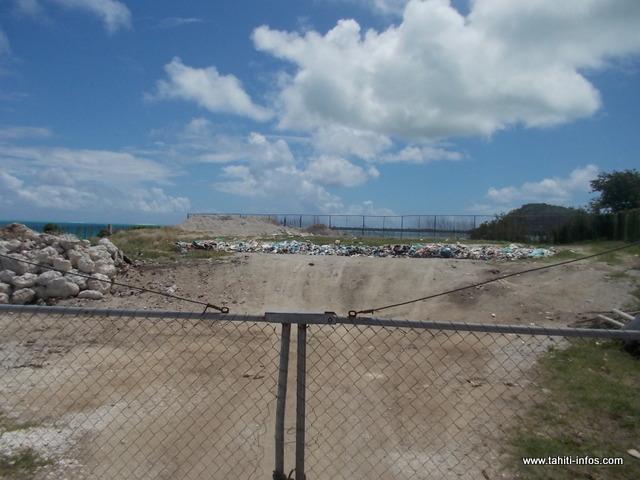 L'actuel dépotoir de Maupiti est une peste pour l'île. Trouver un autre site pour installer le futur dépotoir est un projet sur lequel se penche actuellement l'équipe municipale