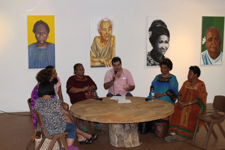 Tous les soirs des tables rondes sont proposées au public au centre des métiers d'art.