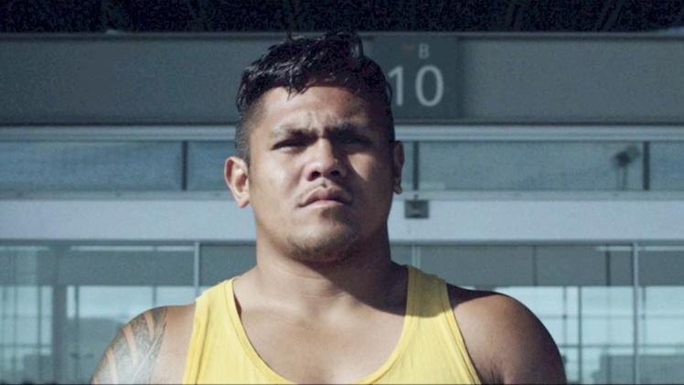"""""""Mercenaire"""", le douloureux """"transfert"""" d'un Wallisien dans un club de rugby du Cantal fait salle pleine à Tahiti"""