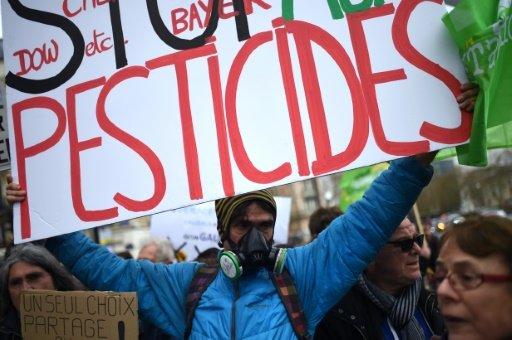 Epandage des pesticides: écologistes et syndicats agricoles s'affrontent autour d'un nouveau texte