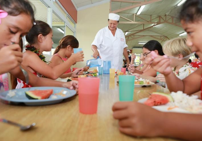 995 enfants sont actuellement inscrits à la cantine scolaire de Papara, sur les 1 361 que compte la commune. (Photo G. Le Bacon)