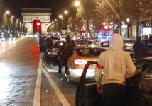 Des policiers disent leur ras-le-bol lors d'une manif de nuit sur les Champs-Elysées