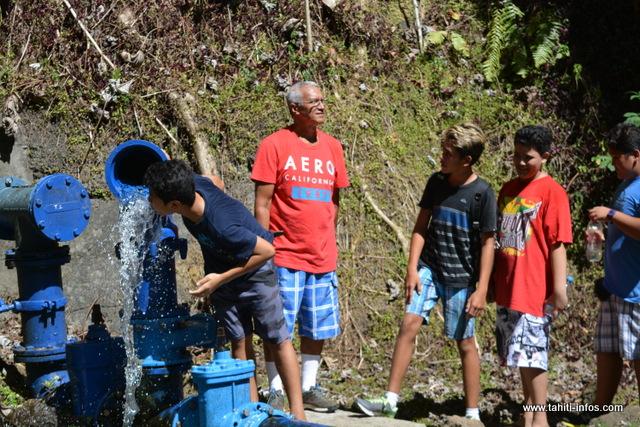 Comment l'eau devient-elle potable ? Les différents procédés ont été expliqués par un agent de la Polynésienne des eaux, aux élèves du collège Pomare IV