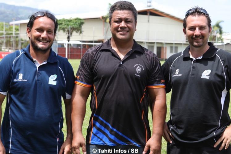 Au centre le président de la fédération polynésienne de rugby, Apolosi Foliaki