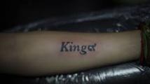 En Thaïlande, le tatouage en signe de deuil éternel du roi